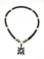Чокер кожаный плетеный 6 мм с головами волков 6-трубочек серебро 925