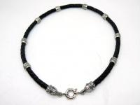 Чокер, шнур плетеный кожаный 6 мм с головами волков и бусинами коловрат серебро