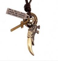 Ожерелье с клыком волка и крестом
